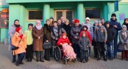 Актори муздрамтеатру подарували «Золотий ключик» дітям-інвалідам