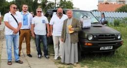 волонтери і отець Ярослав