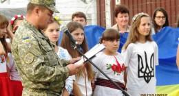 До військових – з творчим подарунком