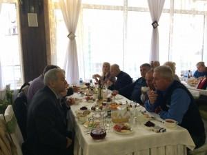 Великодній обід єднає людей