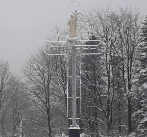 У Бориславі на Буковиці освятили скульптуру Пресвятої Діви Марії з маленьким Ісусом